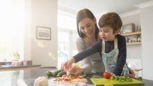 Cocinar en familia: cuándo y cómo incluir a tus hijos