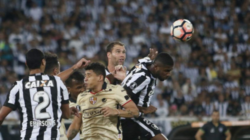 Emerson Silva admite má atuação do sistema defensivo na derrota em casa