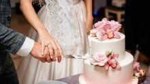 """88 invitati al matrimonio divisi in tre feste, gli sposi: """"Non volevamo rinviare le nozze"""""""