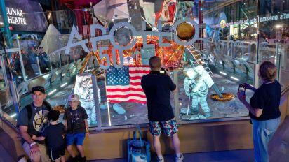 Cabo Cañaveral evoca la emoción de la primera aventura lunar hace medio siglo