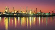 Contract worker injured in power outage at Houston refinery