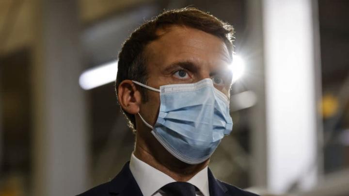 Manifestations anti-pass sanitaire: Macron à l'offensive