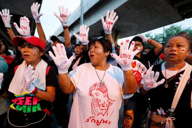 Yingluck supporters