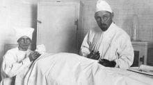El pseudomédico que se hizo millonario montando emisoras de radio y trasplantando testículos de cabra a humanos