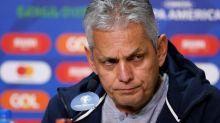 """""""Si no hay fútbol me tengo que ir"""", dice el entrenador de Chile ante la crisis del país"""