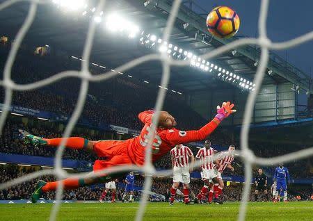 Britain Football Soccer - Chelsea v Stoke City - Premier League - Stamford Bridge - 31/12/16 Chelsea's Willian scores their second goal Reuters / Eddie Keogh Livepic