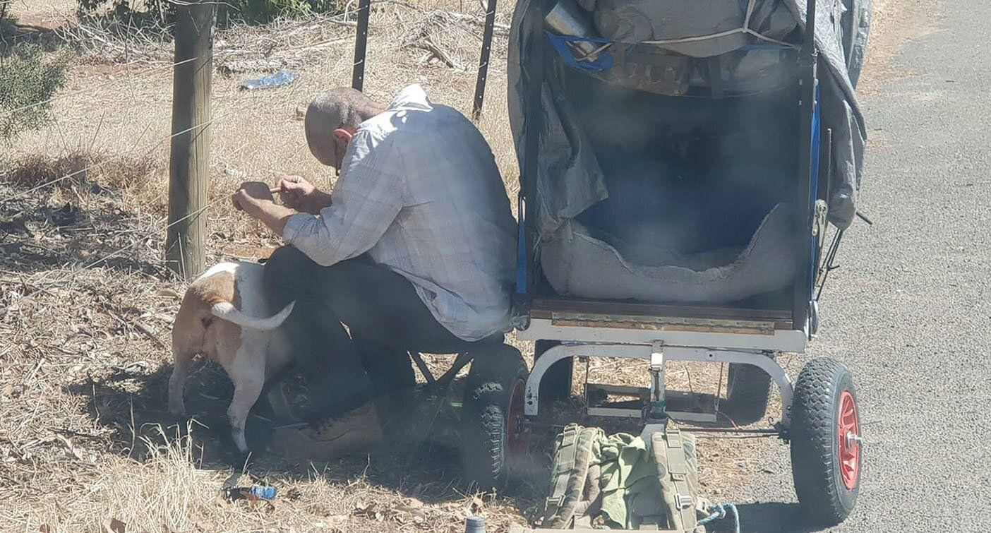 The devastating story behind this viral photo of a man and his dog