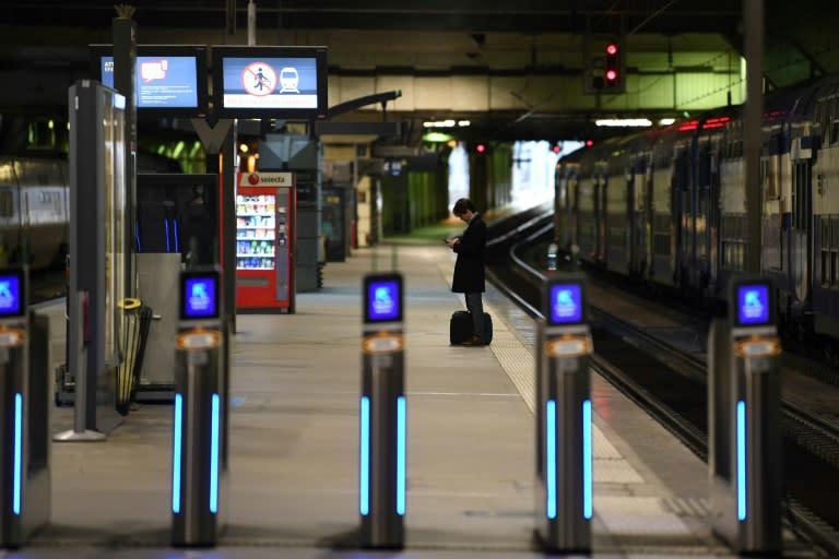 Paris public transport remains largely at a standstill (AFP Photo/Alain JOCARD)