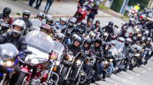 Scheuer gegen Motorradfahrverbote an Sonn- und Feiertagen