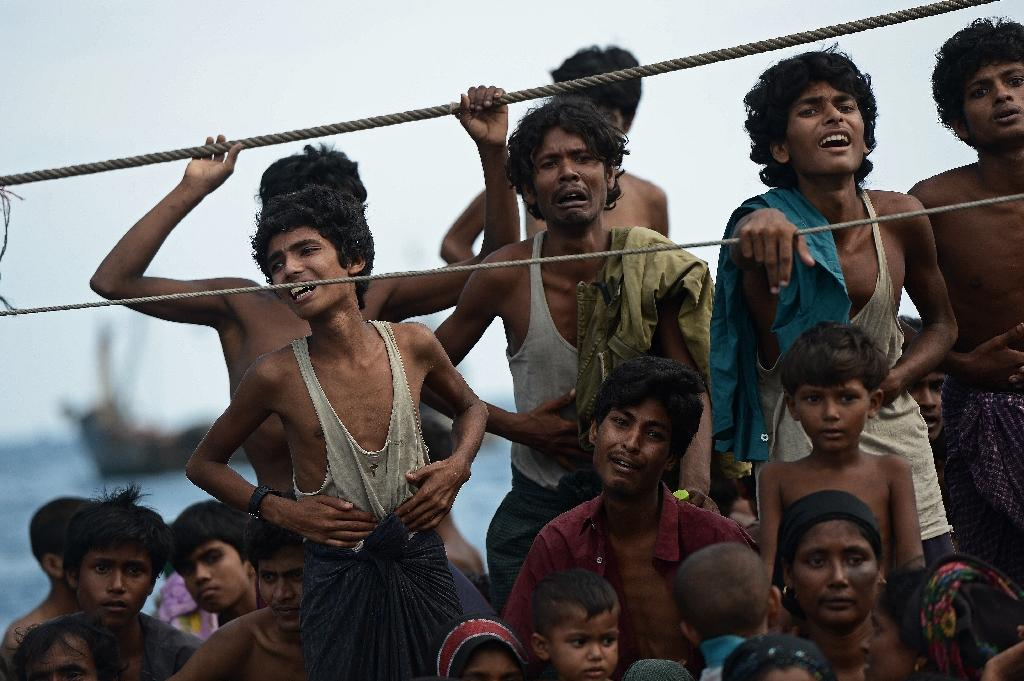 A boat crammed with scores of Rohingya migrants was found drifting in Thai waters on May 14, 2015 (AFP Photo/Christophe Archambault)