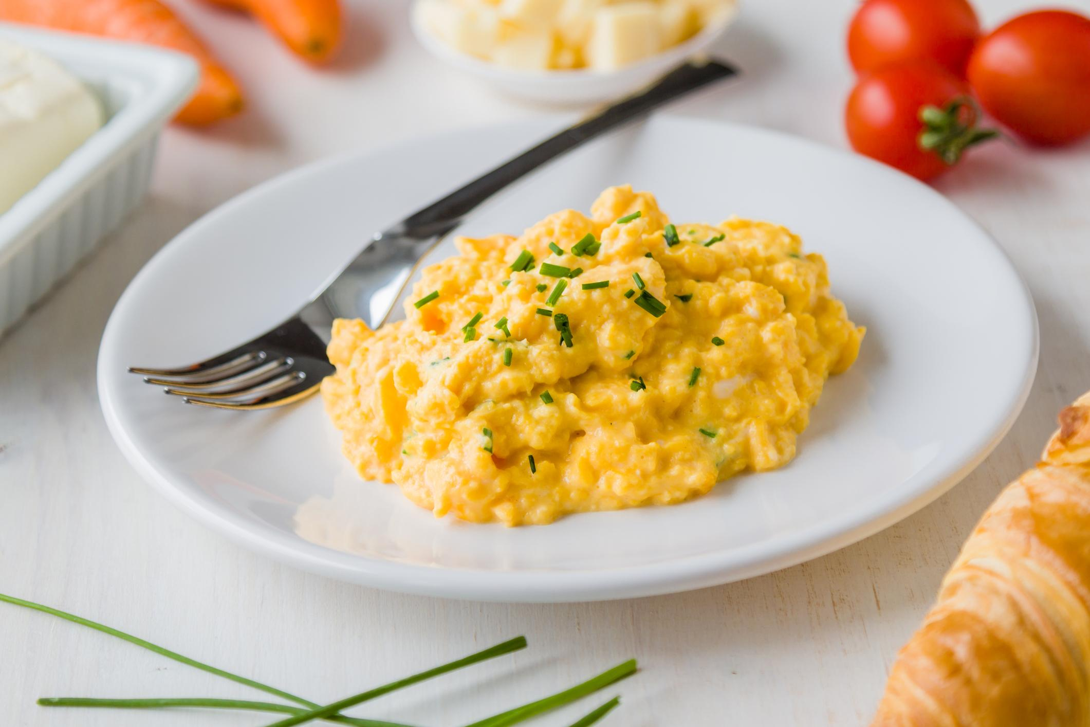 cooking perfect scrambled eggs - HD 2121×1414