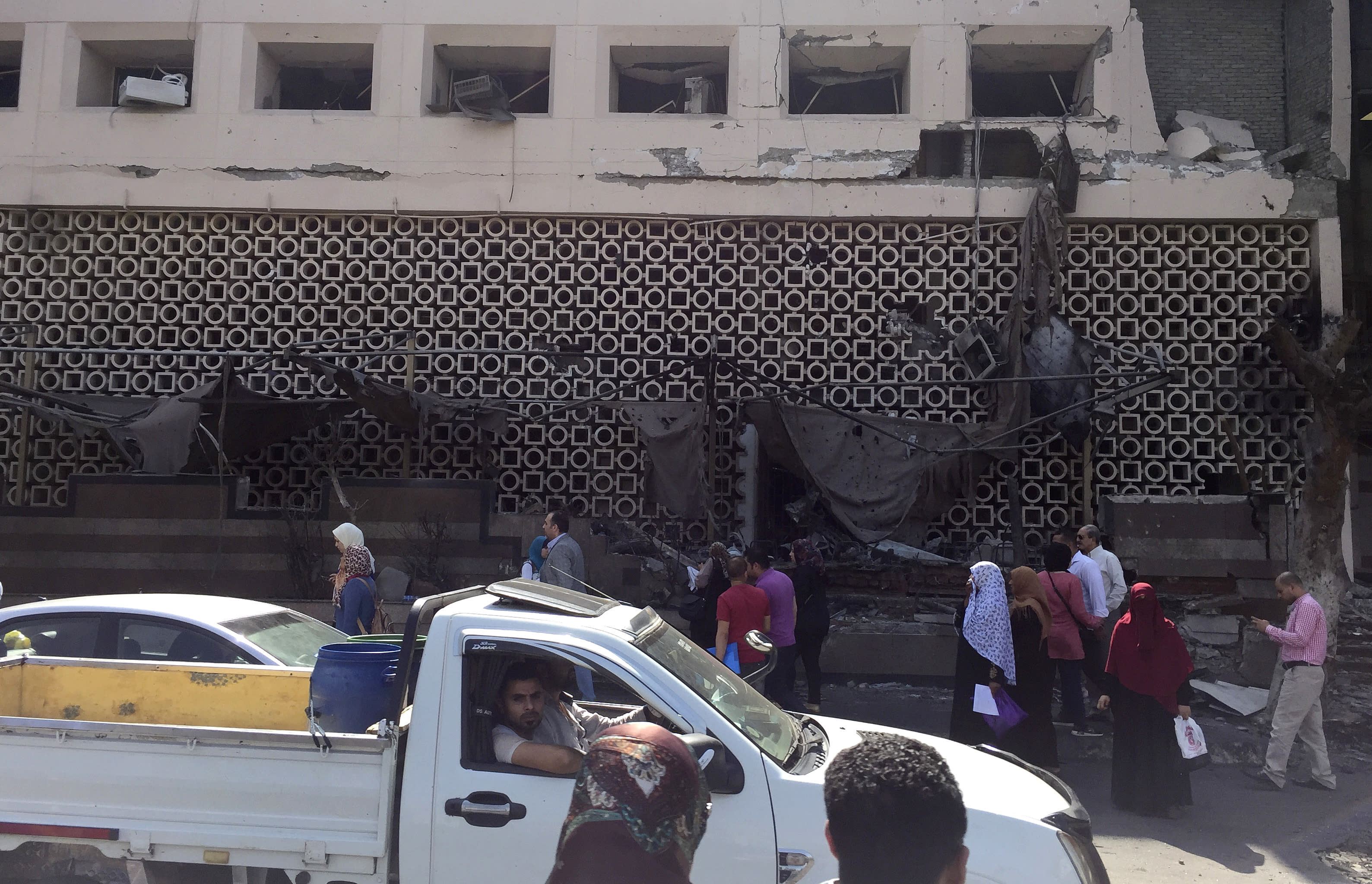 19 killed as auto crash in Cairo sets off fire at hospital