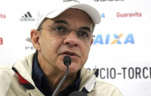 Após final, Bandeira ouve cobranças de torcedores do Flamengo