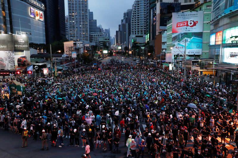 Defiant protesters take over Bangkok streets, PM seeks talks