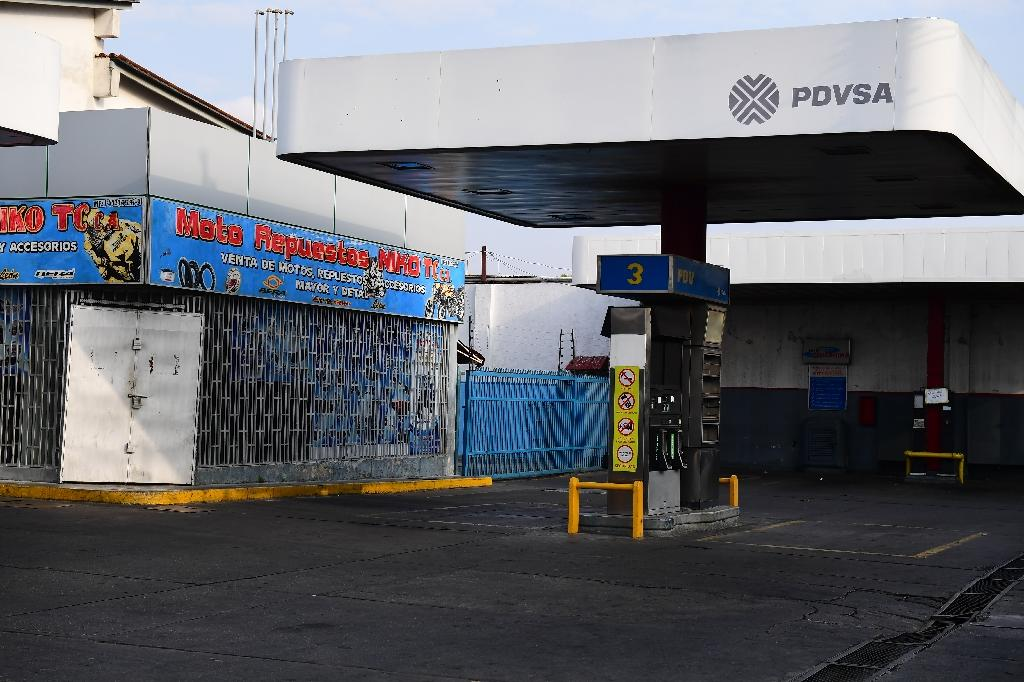 View of an empty gas station during a blackout in Barquisimeto, Venezuela on March 8, 2019 (AFP Photo/RONALDO SCHEMIDT)