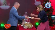 Larry and Kylie attempt Christmas cracker record