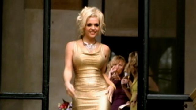 Agnes Bruckner Transforms Into Anna Nicole Smith