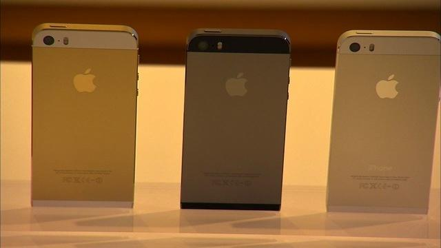 Apple takes the wraps off the iPhone 5S