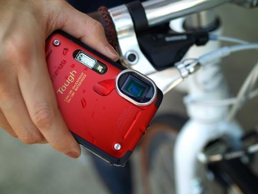 Olympus Stylus TG-625 Tough adds AF light for tricky shots in rough situations