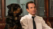Una película de perros para niños tuvo que eliminar escenas por mostrar un supuesto abuso sexual