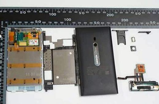 Nokia Lumia 800 infiltrates Washington, succumbs to FCC teardown