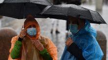 Coronavirus : le masque perd-il de son efficacité avec la pluie ?