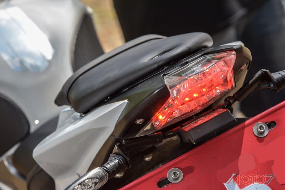 S1000R採用與S1000RR相同的尾燈。