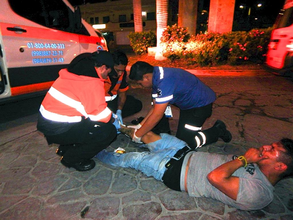 Mexican authorities were investigating the motive behind a shooting at the Blue Parrot club in Playa del Carmen, south of Cancun, which left five dead (AFP Photo/VICTOR VARGAS)