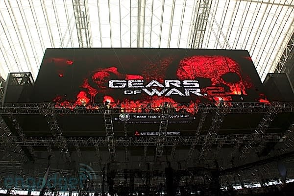 Giant Cowboys Stadium LED wall caught playing Xbox 360 during downtime Update: Video!