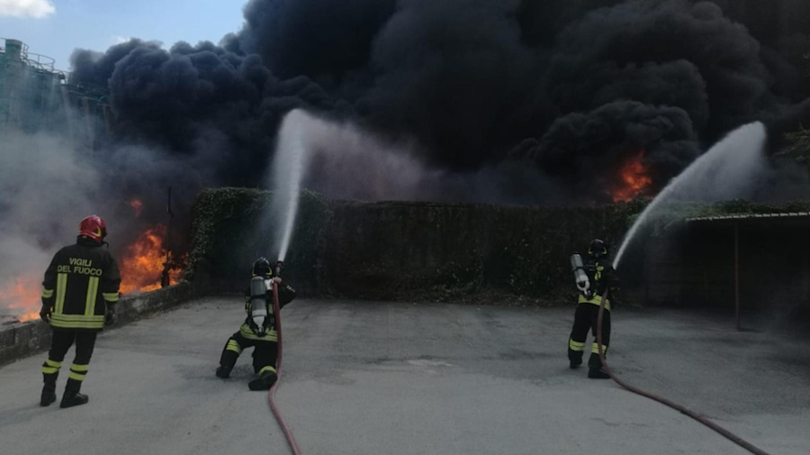 Pauroso incendio ad Avellino