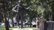 Most Canadians want John A. Macdonald's name, image protected, poll suggests