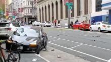 Motorista de um Tesla cruza sinal vermelho, atinge duas pessoas e mata uma delas