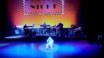 Toddler impersonates Michael Jackson at Apollo Theatre
