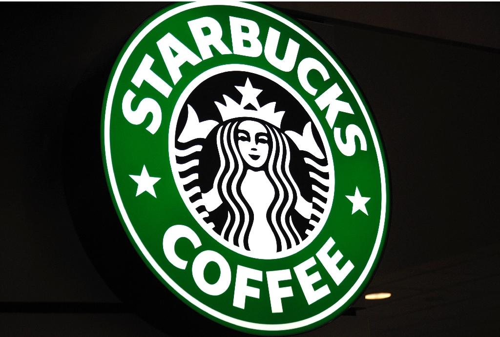 """Starbucks says it is closing its US stores May 29, 2018 to conduct """"racial-bias education"""" after an incident in a Philadelphia shop (AFP Photo/KAREN BLEIER)"""