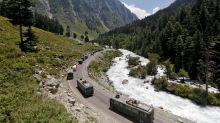 Tentara India tidak bersenjata dan mendadak terperangkap dalam bentrokan dengan China, kata keluarga