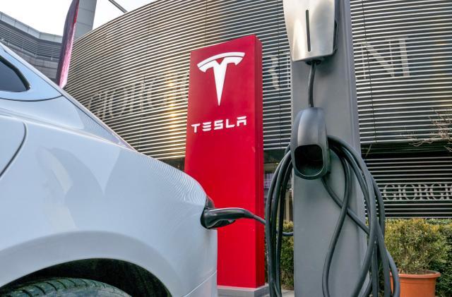Tesla dealerships aim to play Michigan at its own game
