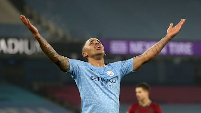 Manchester City leave it late to beat Wolves and make it 21 wins in a row