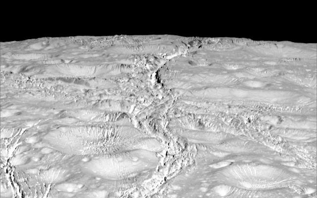 Cassini takes close-up pictures of Saturnian moon's north pole
