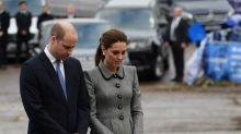 Príncipe William y Kate Middleton atienden servicio