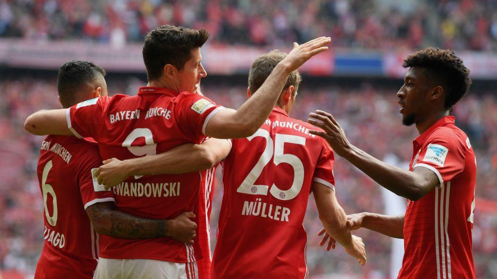 Bayern Munich 6 Augsburg 0: Lewandowski hits hat-trick in big Bavarian derby win