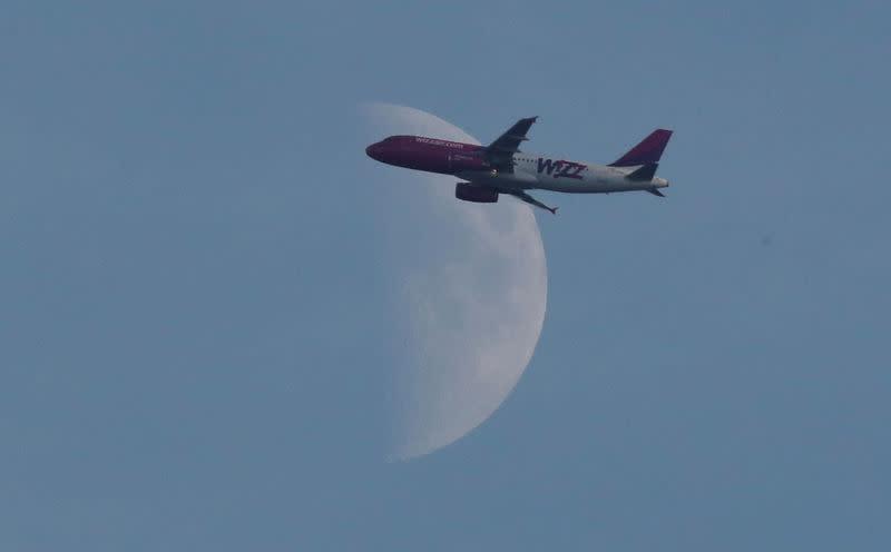 Wizz Air cuts profit forecast as fuel bill soars