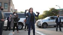 """Por qué las Converse de Kamala Harris son el nuevo símbolo del """"power dressing"""" político"""