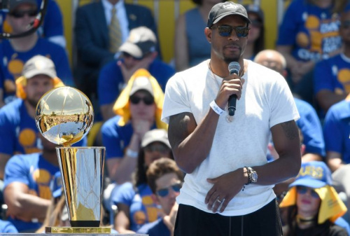 Andre Iguodala interrupts this broadcast with a breaking news bulletin. (Getty)