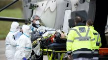 Coronavirus: près de 300 nouveaux décès en France, importantes évacuations