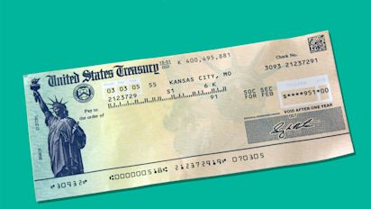 This is when you should start collecting Social Security, according to experts