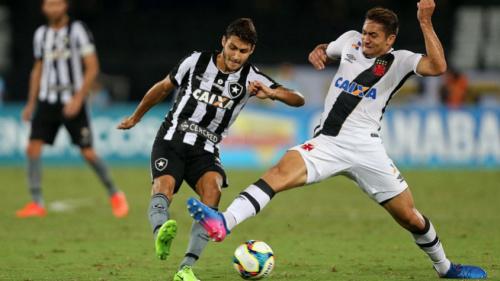 'O Botafogo deve ir ao mercado em busca de um lateral caso, não tenha um bom substituto para Marcinho'