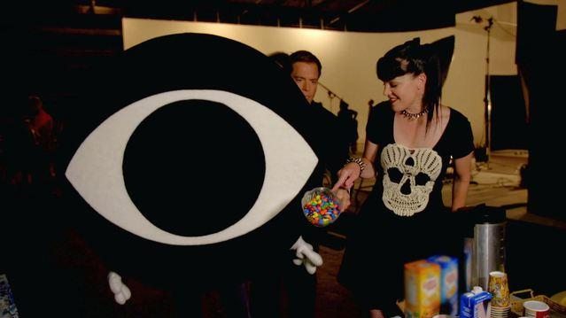 NCIS - Snacking with Pauley Perrette and the CBS Eye Guy