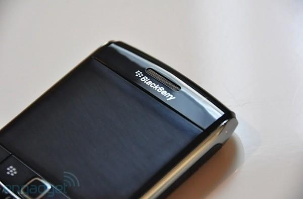 AT&T bestows BlackBerry OS 6 upon the Bold 9700