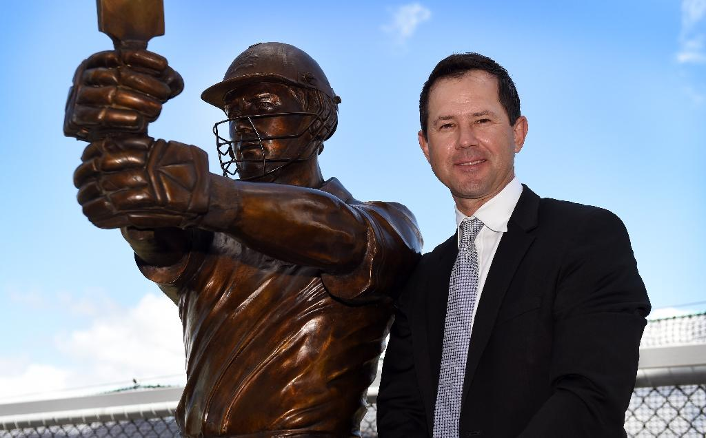 Former Australian cricket captain Ricky Ponting stands next to a statue of himself, in Hobart, in December 2015 (AFP Photo/William West)