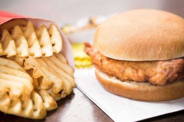 Chick Fil Eh Popular Us Chicken Chain Is Coming To Canada
